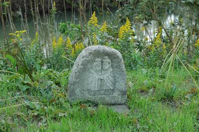 渡し場の跡には、双体の道祖神がひっそりたたずんでいました。